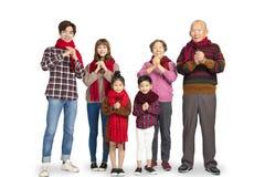 Familia asiática que celebra Año Nuevo chino imágenes de archivo libres de regalías