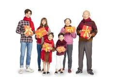 Familia asiática que celebra Año Nuevo chino imagen de archivo