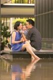 Familia china asiática joven con el hijo de 5 meses Fotografía de archivo