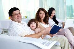 Familia cómoda Fotos de archivo