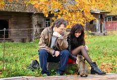 Familia con el gato Fotografía de archivo libre de regalías