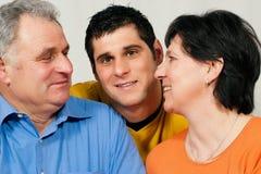 Familia con el hijo adulto imagen de archivo libre de regalías