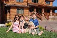 Familia con el perro Foto de archivo libre de regalías