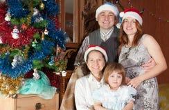 Familia con la abuela que visita del niño para la Navidad Imágenes de archivo libres de regalías