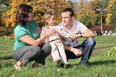 Familia con la muchacha Foto de archivo