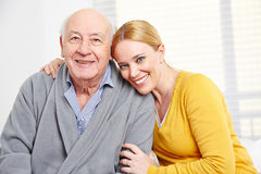 Familia con la mujer y el hombre mayor foto de archivo