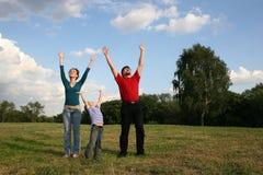 Familia con las manos para arriba Fotos de archivo libres de regalías