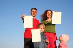 Familia con las tarjetas imagenes de archivo