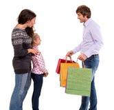 Familia con los bolsos de compras Foto de archivo
