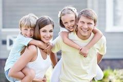 Familia con los niños Fotos de archivo