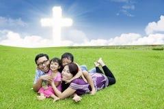 Familia cristiana feliz en la hierba Imágenes de archivo libres de regalías