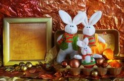 Familia de conejos de pascua Fotos de archivo libres de regalías