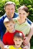 Familia de cuatro miembros feliz Imágenes de archivo libres de regalías