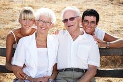 Familia de cuatro miembros hermosa Fotografía de archivo