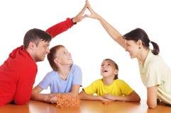 Familia de cuatro que juegan Imágenes de archivo libres de regalías