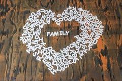 Familia de la palabra dentro del corazón foto de archivo libre de regalías