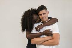 Familia de la raza mixta Esposa blanda joven que abraza a su marido loving fotos de archivo libres de regalías