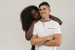 Familia de la raza mixta Esposa blanda joven que abraza a su marido loving imagen de archivo libre de regalías
