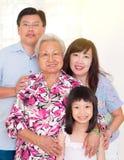 Familia de las generaciones del asiático tres imagenes de archivo