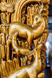 Familia de oro de los ciervos en templo chino Fotos de archivo
