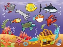 Familia de pescados divertidos bajo el mar.