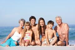 Familia de tres generaciones el día de fiesta Imágenes de archivo libres de regalías