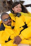 Familia del afroamericano en la estación de esquí Fotos de archivo libres de regalías