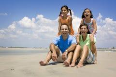 Familia el vacaciones de la playa Imágenes de archivo libres de regalías