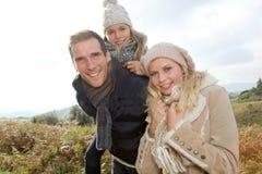 Familia en campo Imagen de archivo libre de regalías