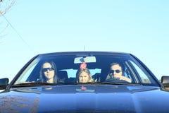 Familia en coche Imagen de archivo libre de regalías