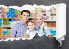 Familia en el centro comercial Imagen de archivo libre de regalías
