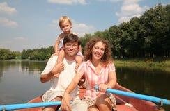Familia en el lago Imagen de archivo libre de regalías