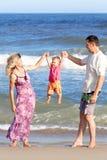Familia en el mar Fotos de archivo libres de regalías