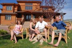 Familia en el país fotos de archivo