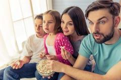Familia en el país imagen de archivo