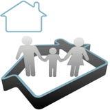 Familia en el país en el símbolo de la casa ilustración del vector
