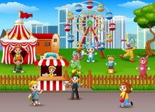 Familia en el parque de atracciones ilustración del vector