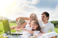 Familia en el prado Imagenes de archivo