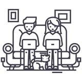 Familia en el sofá que trabaja en los ordenadores portátiles con la línea icono, muestra, ejemplo del vector del gato en el fondo libre illustration