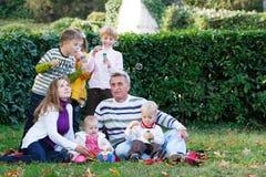 Familia en fondo natural Imagen de archivo libre de regalías