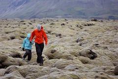 Familia en Islandia fotos de archivo