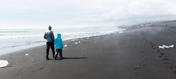 Familia en Islandia foto de archivo