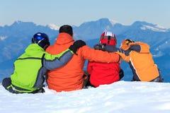Familia en la cima de la montaña Foto de archivo libre de regalías