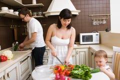 Familia en la cocina Foto de archivo libre de regalías
