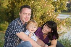 Familia en la naturaleza Fotografía de archivo libre de regalías