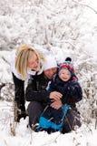 Familia en la nieve Fotografía de archivo libre de regalías
