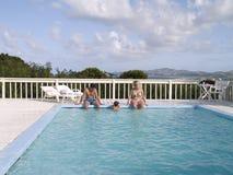 Familia en la piscina Imagen de archivo