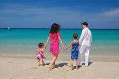 Familia en la playa fotografía de archivo