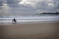 Familia en la playa Imagen de archivo libre de regalías