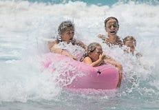 Familia en las ondas Foto de archivo libre de regalías